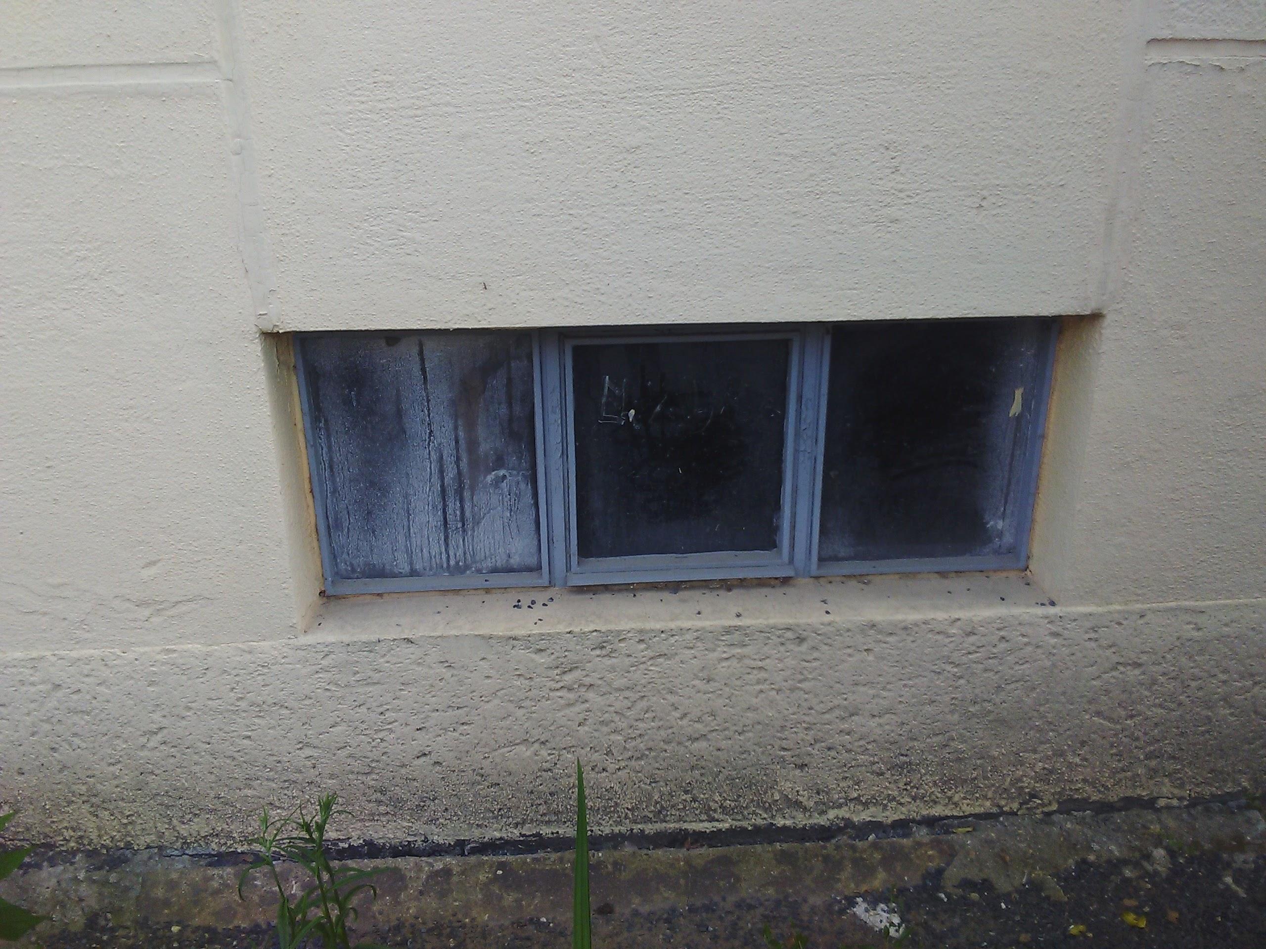 Okna do místnosti (určeno k zabezpečení)