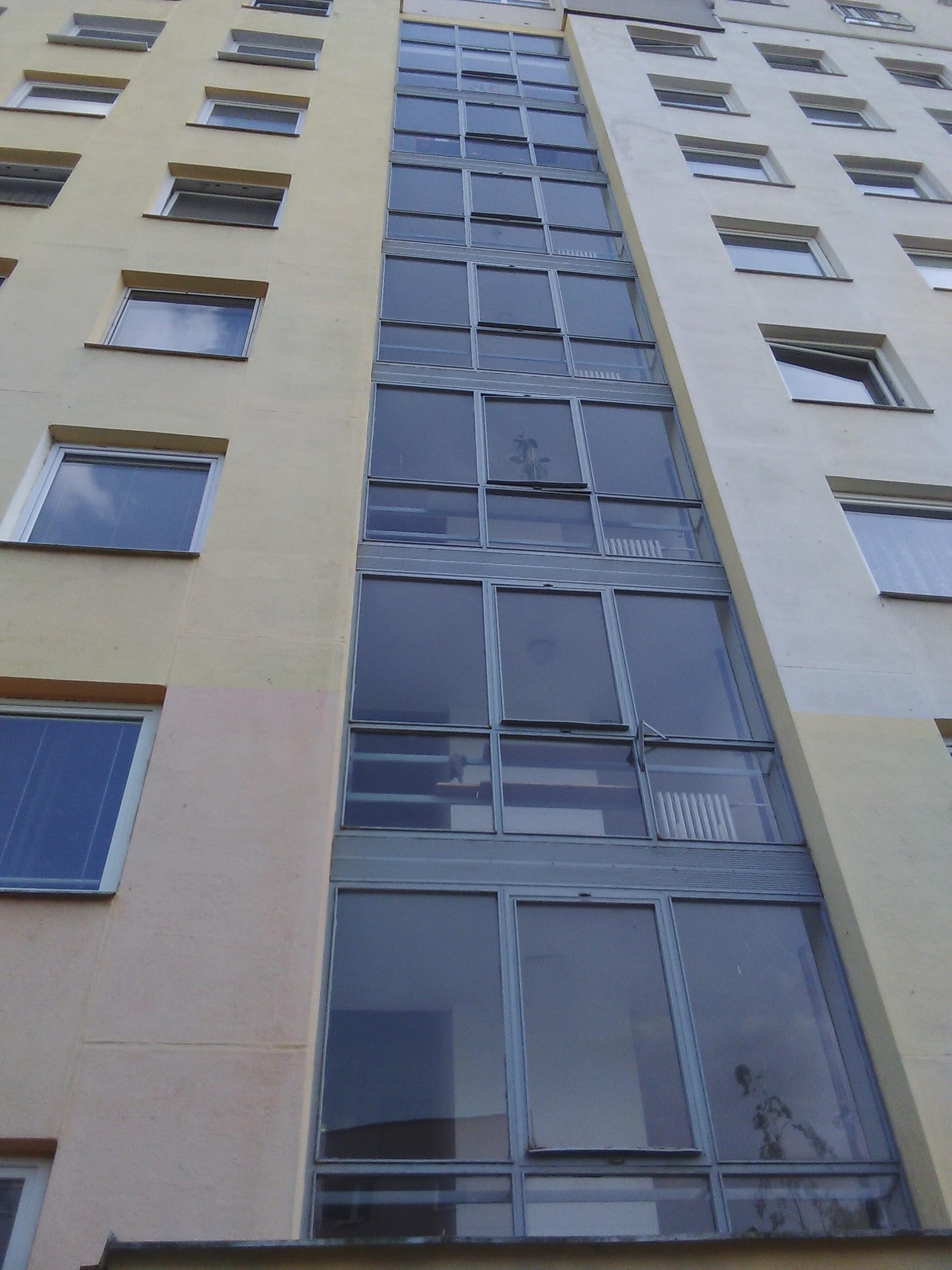 Středová část severní části domu (výměna oken ve společných částech domu při schodišti)